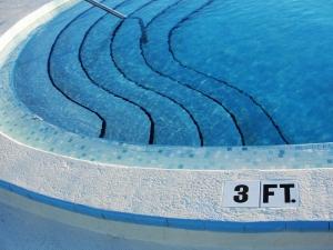 Piscine plut t carrelage ou liner libre cran for Piscine liner ou carrelage