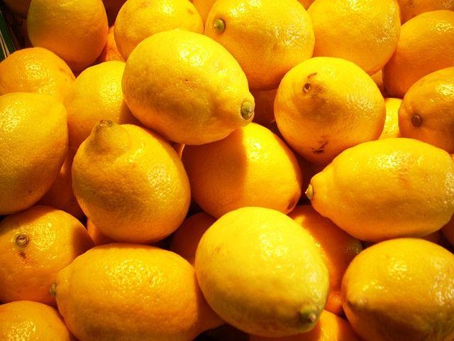 comment laver des chaussures avec du citron